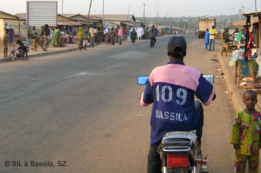 Mototaxi auf der Straße in Bassila