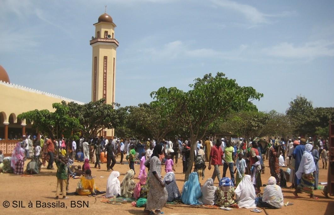 Die Haupt-Moschee von Bassila beim Freitagsgebet